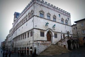 dvorec-priori-perudzha