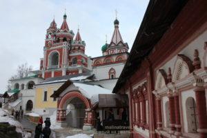 На первом плане - дворец жены Алексея Михайловича. Звенигород
