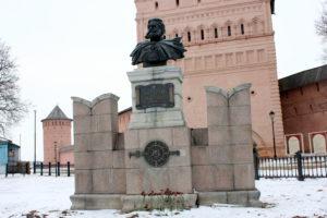 Памятник Пожарскому. Суздаль