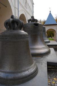 Колокола у звонницы. Великий Новгород